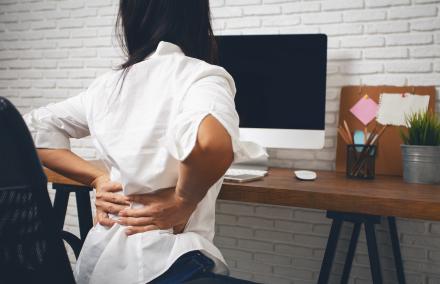 au bureau ou en teletravail comment eviter le mal de dos